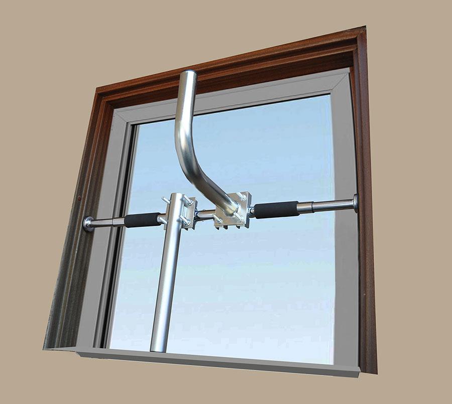Stojak bezinwazyjny do okna rozporowy
